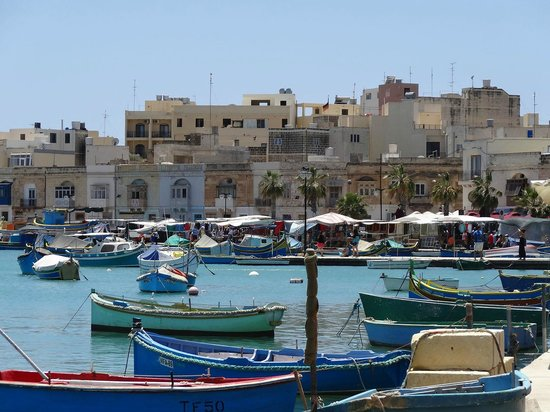 Vista del mercato di Marsaxlokk - shopping in europe