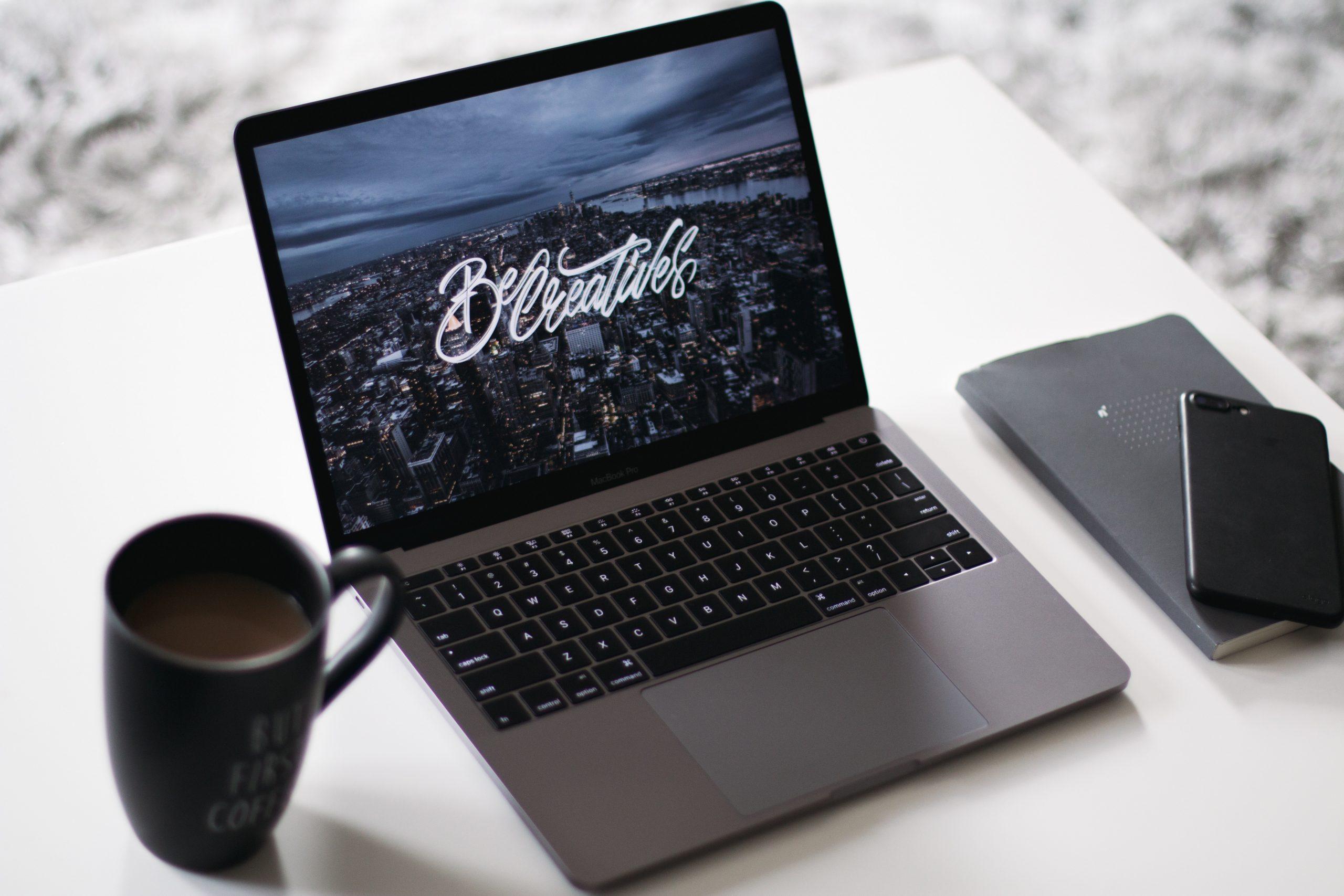 blog agenzia immobiliare su computer
