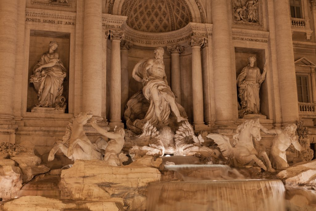 Fontana di trevi_viaggio a roma_ivan-bertona