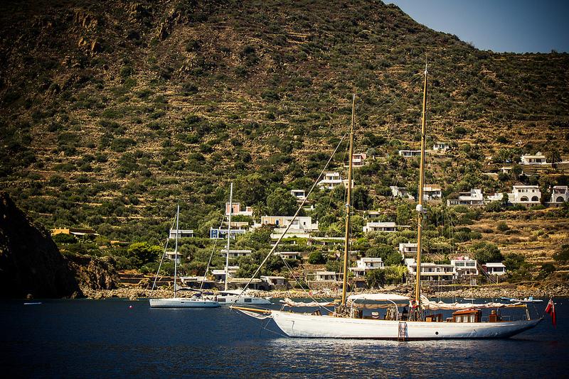 noleggiare una barca a vela nelle eolie