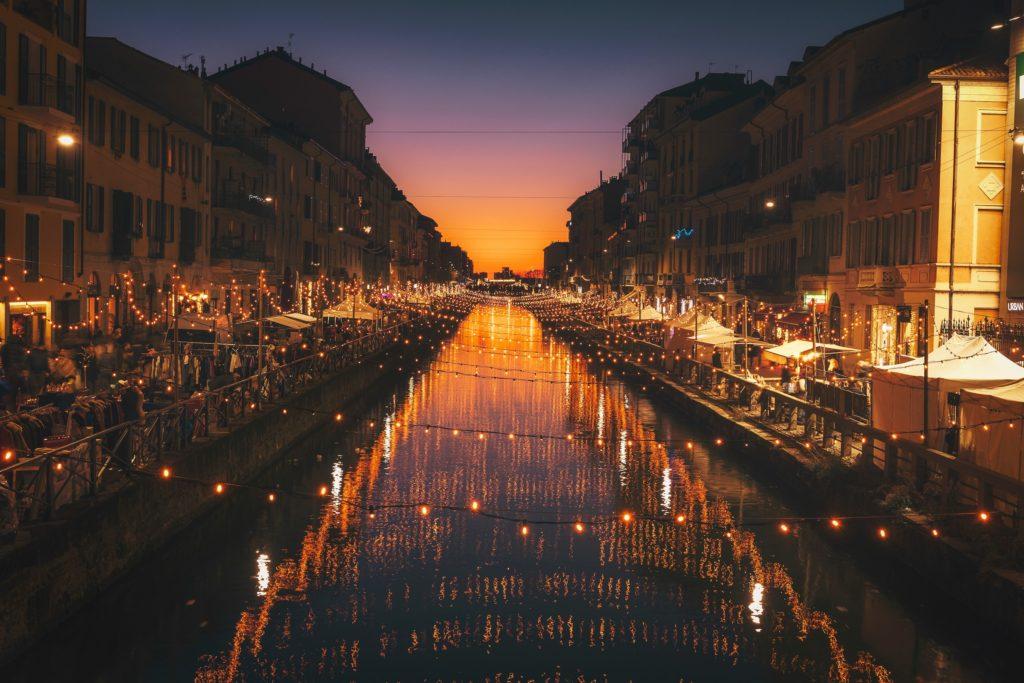 Milano_Naviglio_Natale_cristina-gottardi-484053-unsplash
