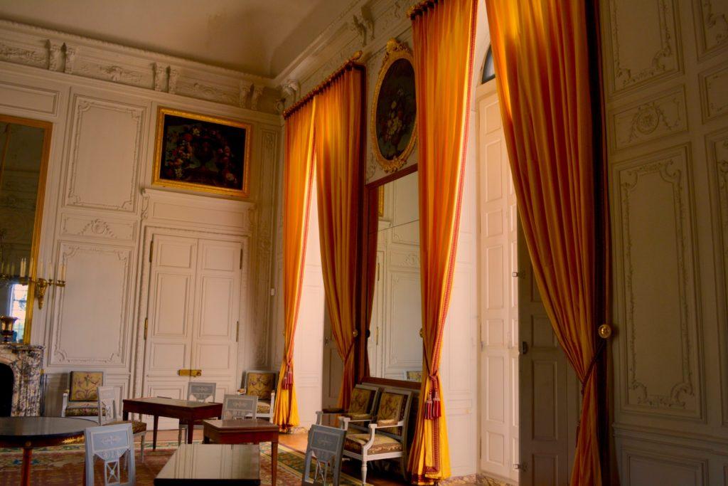 Versailles, interiors, ph Jenna Beekhuis, unsplash