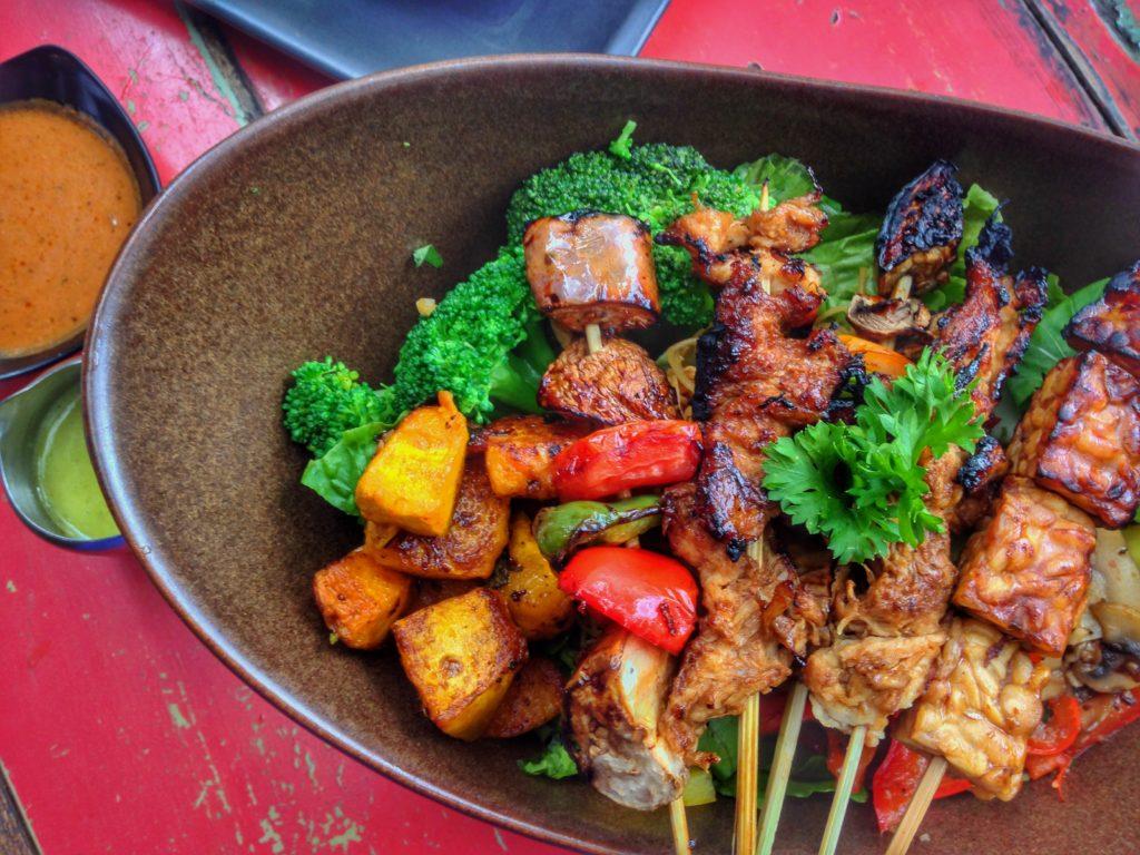 BALI - Tempeh Sate - Safia Dodard - Nomad Junkies_Vegan food