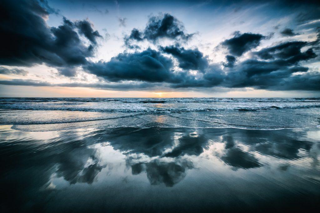 Spiaggia della Versilia, Matteo Kutufa, unsplash