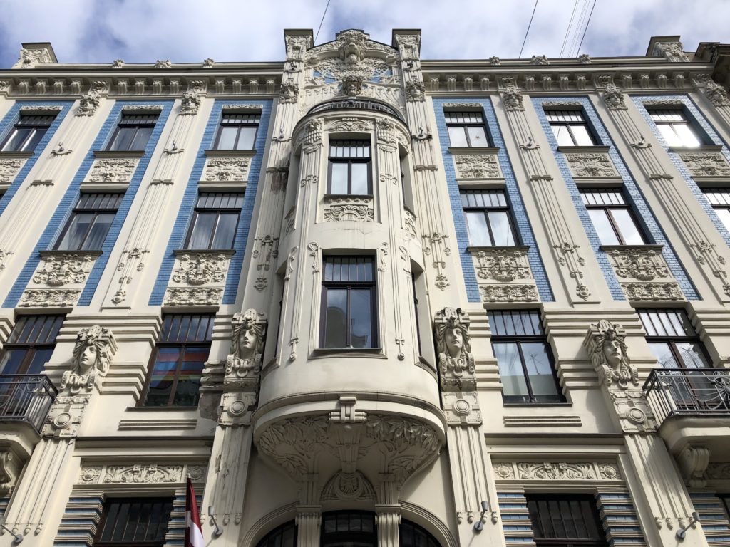 palazzo art nouveau riga lettonia