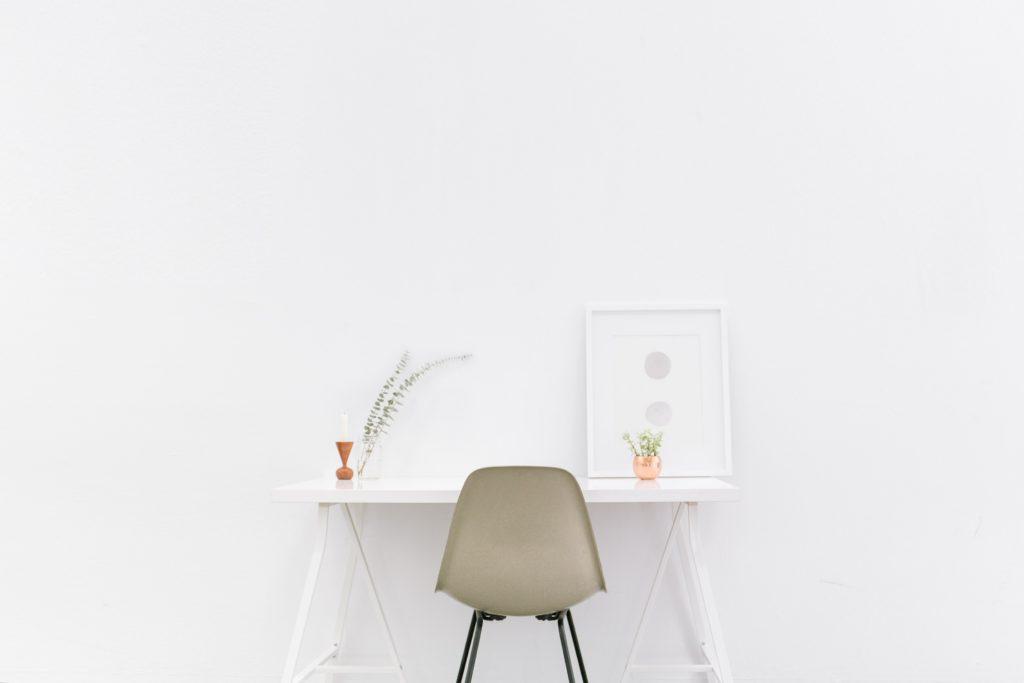scrivania minimal per freelance