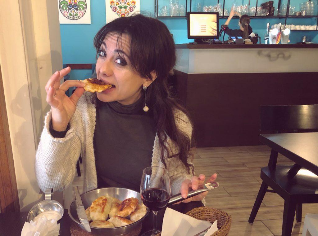 Mangiare pierogi a varsavia nel centro storico