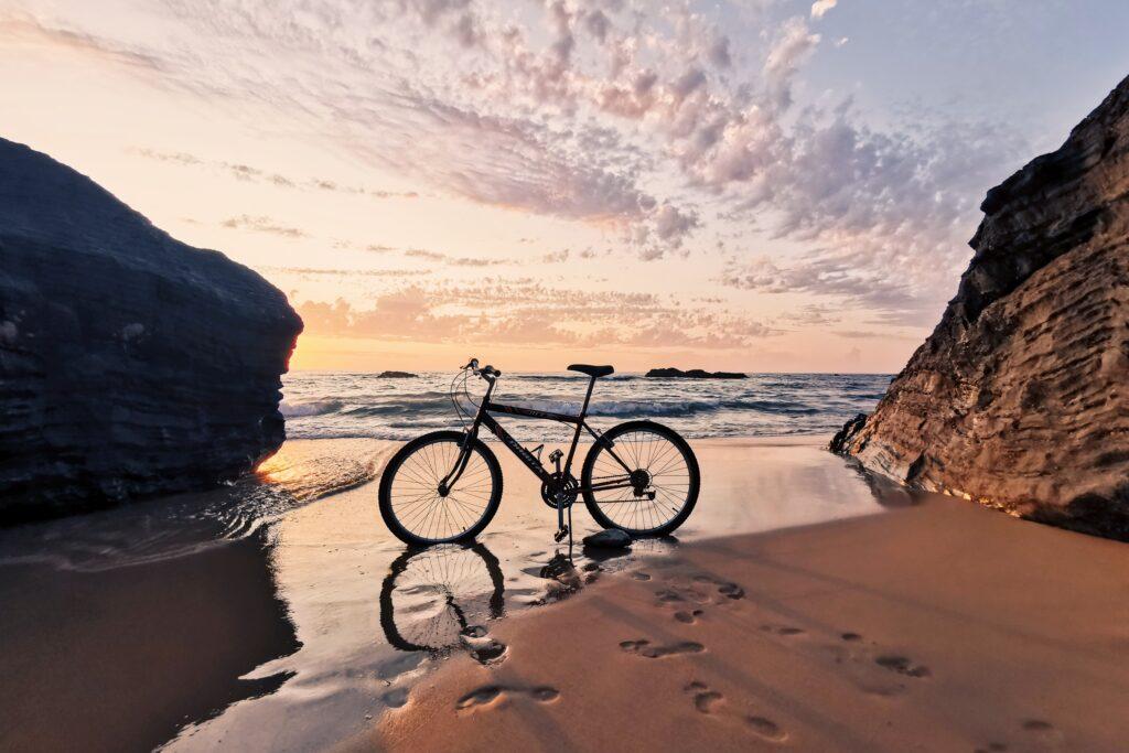 bici sulla spiaggia_itinerari in bici in italia
