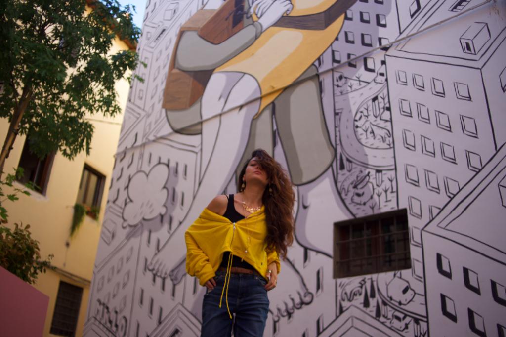 Sabrina a Pistoia, murales di sfondo
