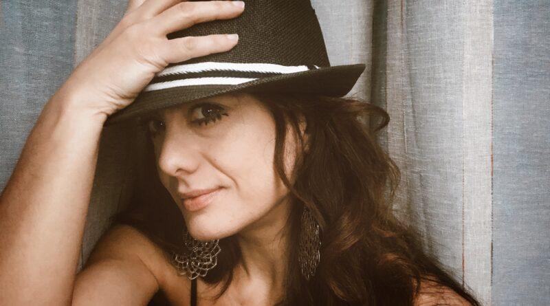 per parlare di seo black hat, una foto di sabrina con cappello nero e trucco del protagonista di arancia meccanica