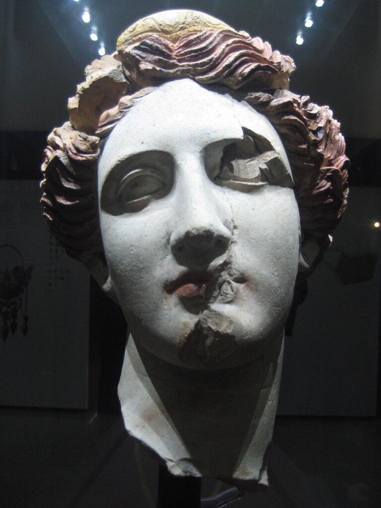 Testa_di_donna_(Taranto) simbolo del MArTa